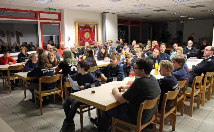 Die Mitgliederversammlung der Jugenfeuerwehr war gut besucht Foto: Jens Menke