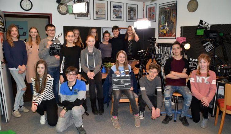 JUZ-TV erste Sendung des Jahres - Jugendreporter treffen Schauspieler, Filmproduzenten und Kultusminister - Die Reporter von JUZ-TV haben in der Medienwerkstatt im Jugendzentrum eine neue Sendung produziert. Foto: Stadt Papenburg