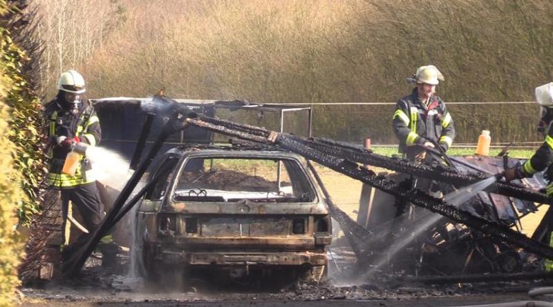 Aktuell in Geeste Pkw unter Carport in in der Rotdornstrasse Brand geraten Foto: NordNews.de