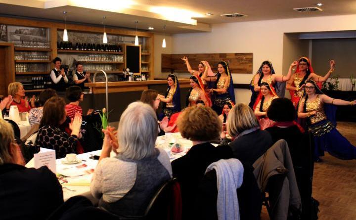 """Knapp 70 Teilnehmerinnen bei Frauenfrühstück - Die Tanzgruppe """"Lifestyle"""" vom TV Papenburg sorgte für ein buntes Rahmenprogramm beim Frauenfrühstück am Samstag. Für ihre Aufführung erhielten die Tänzerinnen viel Applaus. Foto: Stadt Papenburg"""