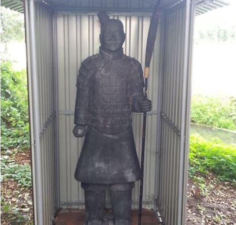 Nordhorn Aktuell - Chinesischer Xi'an Krieger von Teichgrundstück am Stubbenbrooksdiek gestohlen