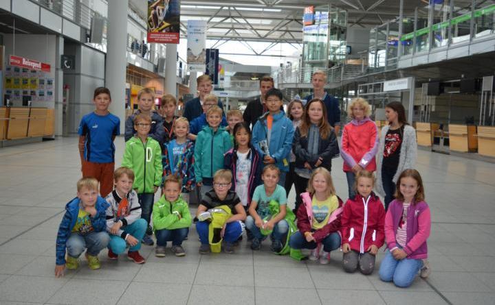 GEESTE. Im Rahmen der Ferienpassaktion Geeste besuchten 20 Kinder den Flughafen Münster/ Osnabrück und blickten hinter die Kulissen. Foto: Gemeinde Geeste