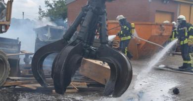 Geeste - Dalum: Brand auf einem Schrottplatz Übersicht