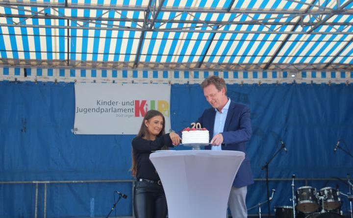 """Kinder- und Jugendparlament Lingen feierte 20. Geburtstag - Motto: """"Auf die nächsten 20 Jahre!"""" Foto: Stadt Lingen"""