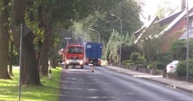 Feuerwehreinsatz in Geeste: Festgefahrene Bremsen eines LKW auf der Varloher Straße Foto: NordNews.de