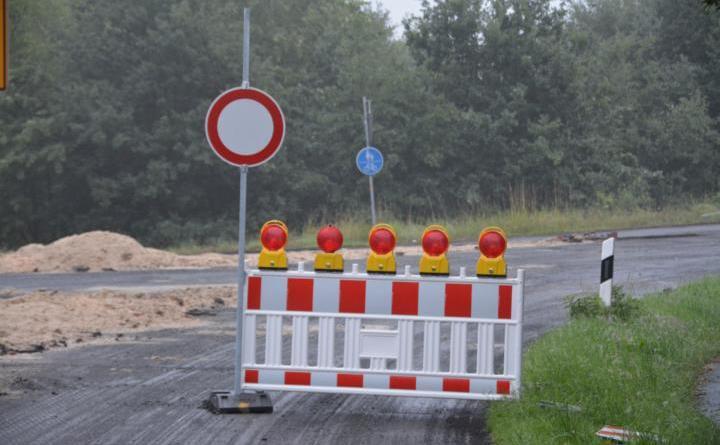 Sperrung Asphalt Feuerwehr - Foto NordNews