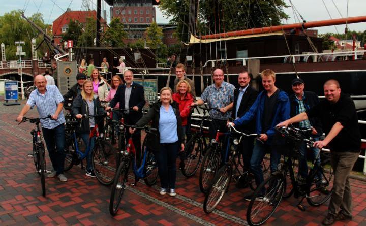 """uf viele Mitstreiter beim """"Capture the flag""""-Wettbewerb gegen die Stadt Leer hofft Papenburgs Klimaschutzmanagerin Izabela Dulis (Mitte) am Freitag. Anmeldungen sind noch möglich. Foto: Stadt Papenburg"""