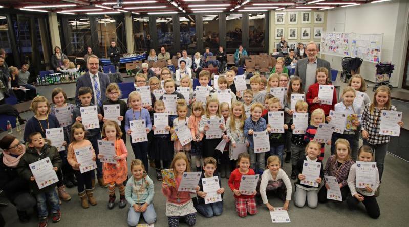 Tolle Bilder steuerten Harener Kinder zum Malwettbewerb bei, der im Rahmen des Partnerschaftsjubiläums mit Andrésy stattfand. Foto: Stadt Haren