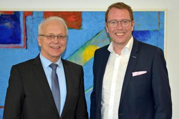 Landrat Friedrich Kethorn und Staatssekretär Stefan Muhle. Foto: Landkreis Emsland