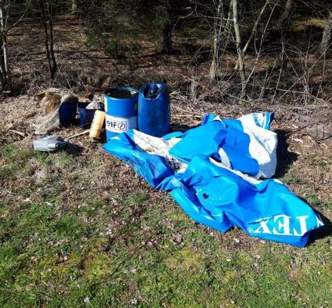 Esterwegen - Altöl illegal entsorgt Foto: Polizei
