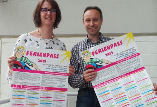 Ulrike Jönen und Michael Bonhold haben ein abwechslungsreiches Ferienpassprogramm auf die Beine gestellt. Foto: Stadt Haren