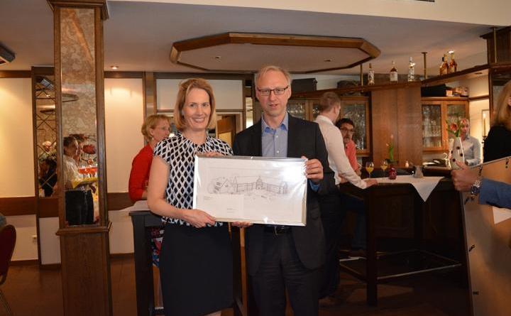 Christina Aepken mit Bürgermeister Helmut Höke zur offiziellen Eröffnung des Anbaus. Fotos: Gemeinde Geeste