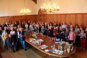 Am Mittwochabend begrüßten die Papenburger Gastgeber ihre Gäste aus der Partnerstadt Rochefort im historischen Sitzungssaal des Rathauses. Bis zum Sonntag werden die 36 Besucher aus Rochefort in der Fehnstadt bleiben. Foto: Stadt Papenburg