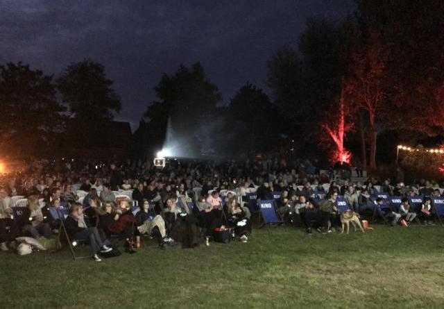 Fast vollständig belegt waren die Sitzplätze beim letzten Kino-Open-Air in Haren.Foto: Stadt Haren