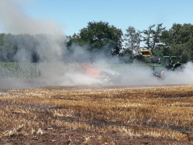 Geeste - Stoppelfeld und Strohpressenbrand - NordNews.de