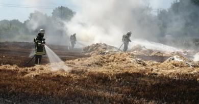Geeste - Stoppelfeld und Strohpressenbrand - NordNews.de Übersicht