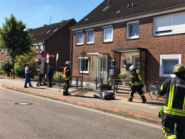 Kleinere Explosion an Gasleitung auf der Blanke - Text und Fotogalerie der Feuerwehr Nordhorn - Foto: Holger Schmalfuß, Feuerwehr Norhdorn