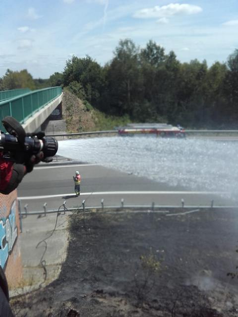 Böschungsbrand an der Autobahn - Ortsfeuerwehr Groß Hesepe und Feuerwehr Twist im Einsatz