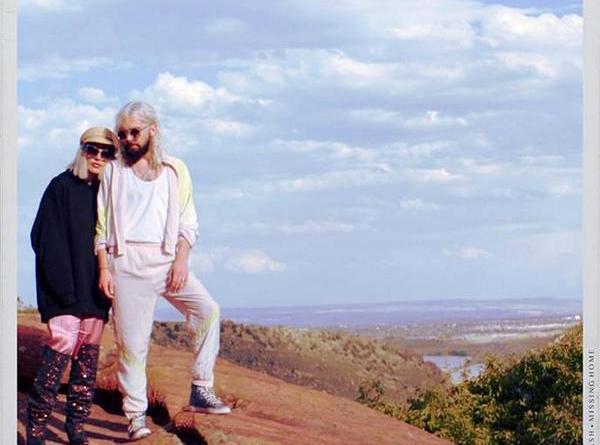 """Das Indie/Folk Duo Flora Cash, melden sich mit """"Missing Home"""" zurück & knüpfen auf melancholischer Ebene an ihre Vorgänger-Songs an"""