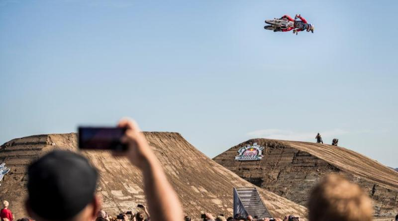 Freestyle-Historie beim großen Motocross Freeride-Spektakel in Dinslaken: Luc Ackermann holt Gold bei Red Bull Dirt Diggers- Foto: Kai Brake