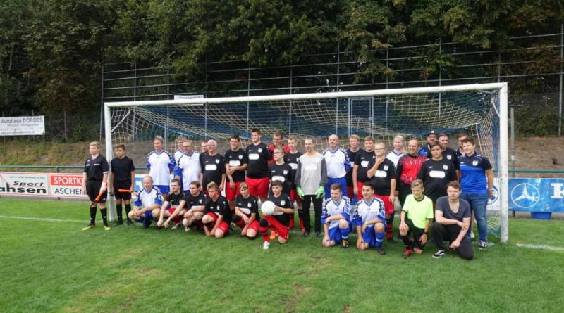 Beim 25-jährigen Jubiläum von Blau-Weiß Papenburg am Sonntag spielte auch eine Mannschaft der Stadtverwaltung gegen die Inklusionsmannschaft des Vereins, die BW Kickers. Foto: Stadt Papenburg