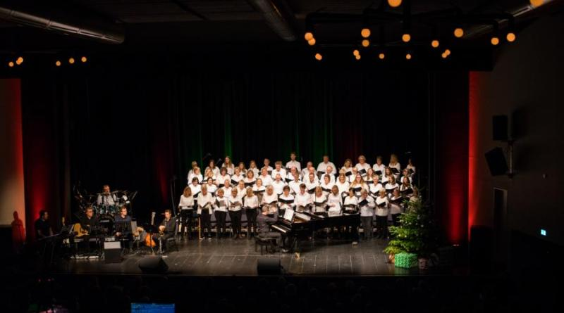 Benefizkonzert am ersten Adventssonntag im Theater . Foto: Emsikone.de / JörnTallen