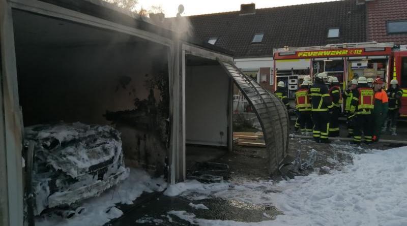 Lingen - Mercedes CLK Cabrio steht in Vollbrand - Foto: NordNews.de
