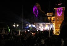 Eine vielseitige Bühnenshow bot sich den Besuchern des diesjährigen Rathausturmes am vergangenen Freitag. Foto: Stadt Papenburg