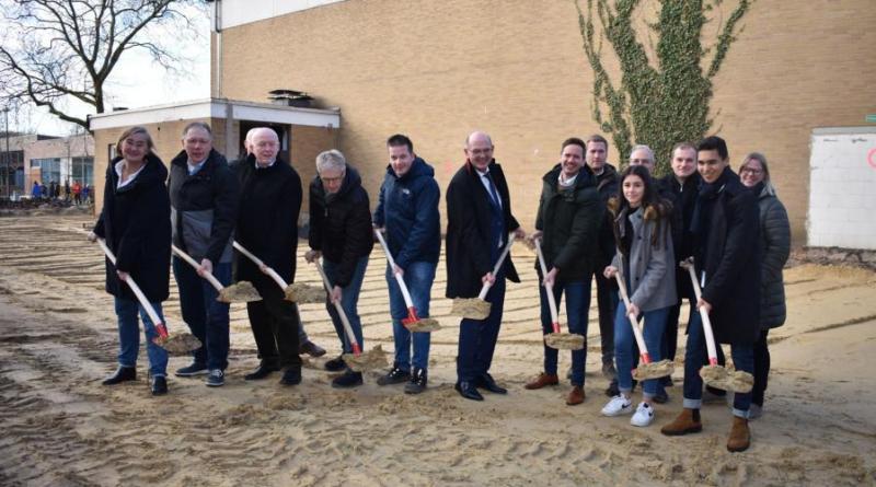 1. Spatenstich anlässlich des Erweiterungsbaus und zur Sanierung der alten Sporthalle am Gymnasium Nordhorn - Foto: Landkreis Grafschaft Bentheim