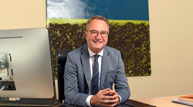 Bürgermeister Markus Honnigfort bietet eine Bürgermeistersprechstunde an. Foto: Stadt Haren (Ems).