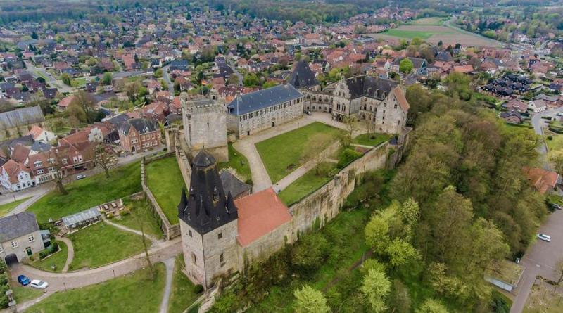 Tagesausflugziele in der Grafschaft bleiben geöffnet - Burg und Tierpark sind für normale Besucher weiter geöffnet - Foto: Burg Bentheim