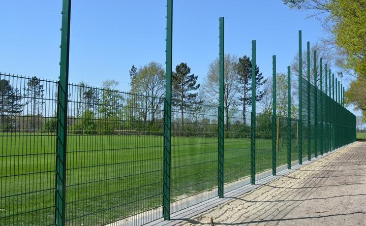 Neuer Ballfangzaun an der Nordseite am Sportplatz in Dalum - Foto: Gemeinde Geeste