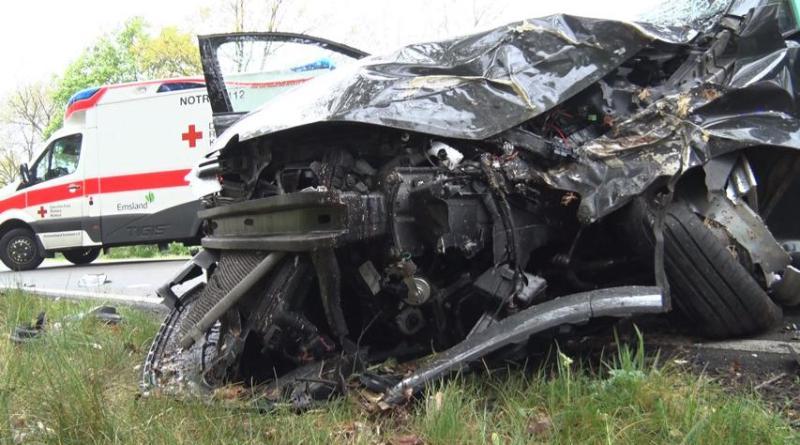 Geeste - Schwerer Verkehrsunfall auf dem Wietmarscher Damm - Foto: NordNews.de Übersicht1