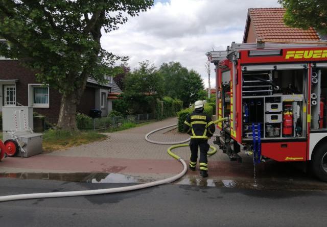 Lingen - Anwohner versuchen Schuppen zu löschen - eine Person verletzt - Foto: NordNews.de