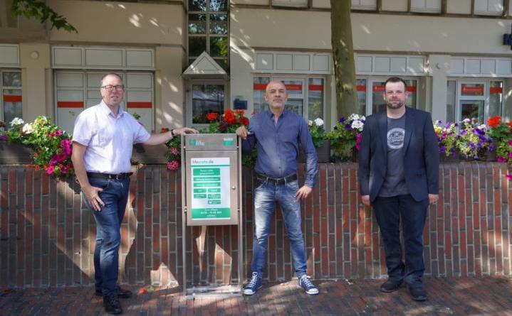 (v. li.) Citymanager Andreas Löpker, Samir Romdhane und Johannes Lühn - Foto: Stadt Lingen