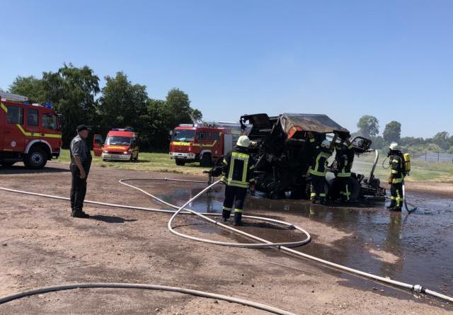 Einsatz Feuerwehr Esterwegen - Brennende Strohpresse - Foto: Torsten Stindt
