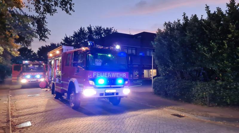 Feuerwehr rettet Bewohner aus verqualmter Wohnung - Kochtopf auf Herd vergessen - 50 Kameraden im nächtlichen Einsatz in der Niedersachsenstraße - Foto: Facebookseite der Feuerwehr Nordhorn https://www.facebook.com/feuerwehrnordhorn/photos/a.372834572785020/3114365441965239/