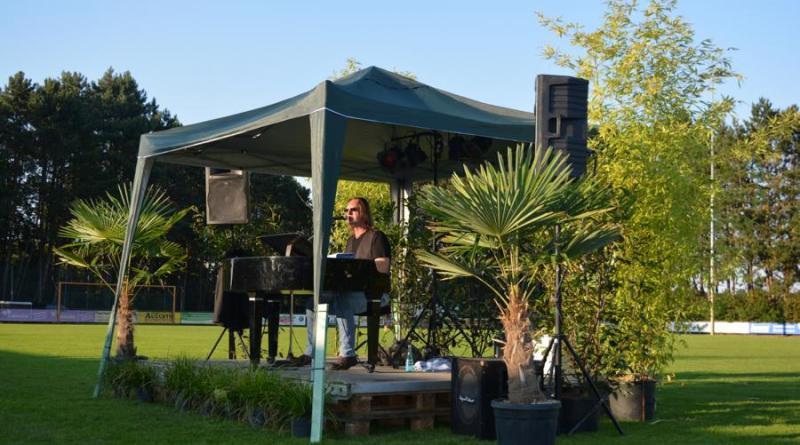 Geester Musiksommer 2020 erfolgreich gestartet - Osterbrock singt mit Piano Pete - Foto: Kim Jakobi