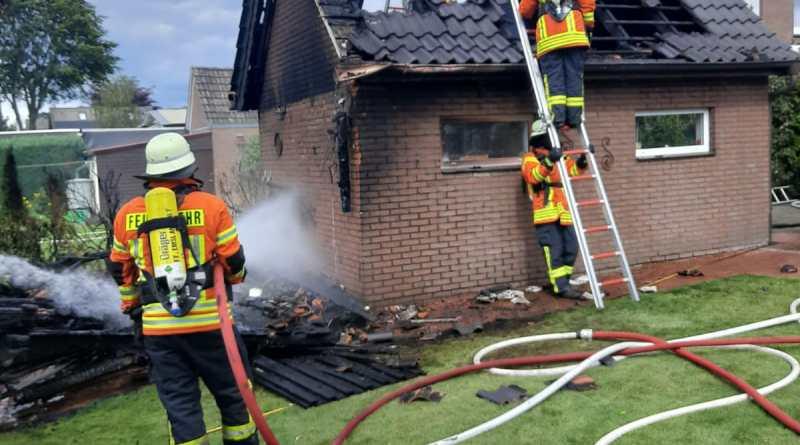 Werlte - Garagenbrand im Fichtenweg - Foto: Christian König, Feuerwher Werlte