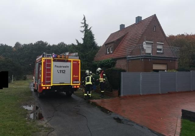 Ortsfeuerwehr Osterbrock im Finkenweg am Einsatz - Foto: NordNews.de