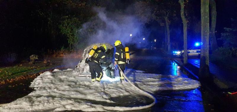Feuerwehr Aschendorf löscht brennenden PKW - Foto: Michael Schütte, Feuerwehr Papenburg