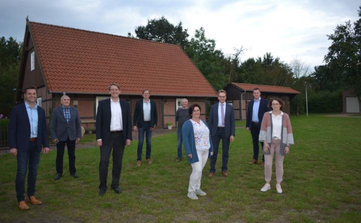 Landrat besucht Rastdorf - Kita, Sporthalle, neue Sporthalle: Landrat Marc-André Burgdorf ist von den jüngsten Gemeindeprojekten beeindruckt