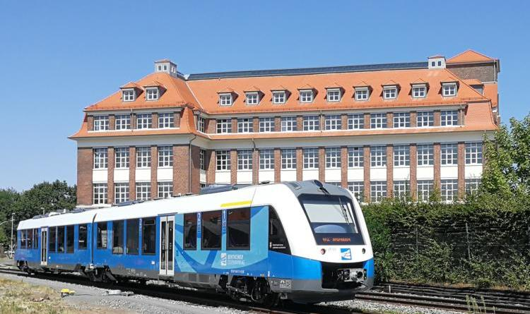 Niederlande wollen grenzüberschreitende Bahnstrecke bis 2025 - Bürgermeister Berling freut sich über Zusage von 10 Millionen Euro durch die niederländische Regierung - Foto: Stadt Nordhorn