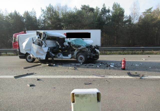 Salzbergen - Vollsperrung auf Autobahn Richtung Amsterdam - Transporter Totalschaden, Fahrer unverletzt - Foto: Polizei