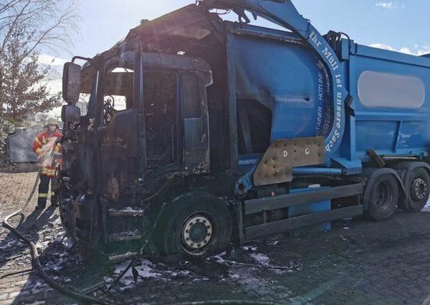 Werlte - Brand eines Müllfahrzeuges - Foto: Feuerwehr