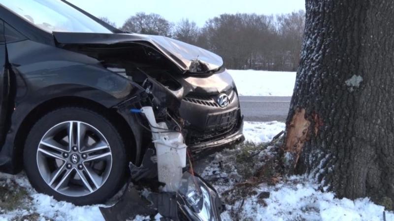Quendorf - Autofahrer bei Unfall schwer verletzt - Foto: B.P.