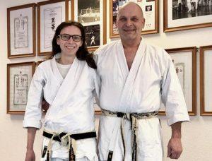 Kerstin und Arno Wagner Senseis sagen Dank an alle Mitglieder und Ehemalige ihrer Shotokan-Karateschule für die letzten 25 Jahre und hoffen auf ein baldiges normales Training im Dojo. Foto: Jürgen Christoffers