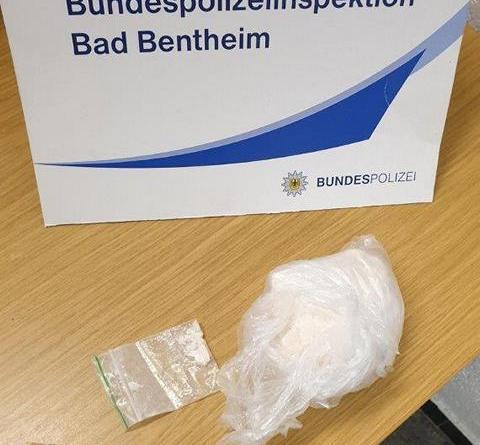 Beamte der Bundespolizei haben am späten Montagnachmittag bei einem 22-jährigen Drogenschmuggler rund 345 Gramm Amphetamin gefunden. - Foto: Bundespolizei