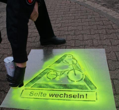 Emsland/Grafschaft Bentheim - Polizei kontrolliert falsch fahrende Fahrradfahrer - Foto: Polizei