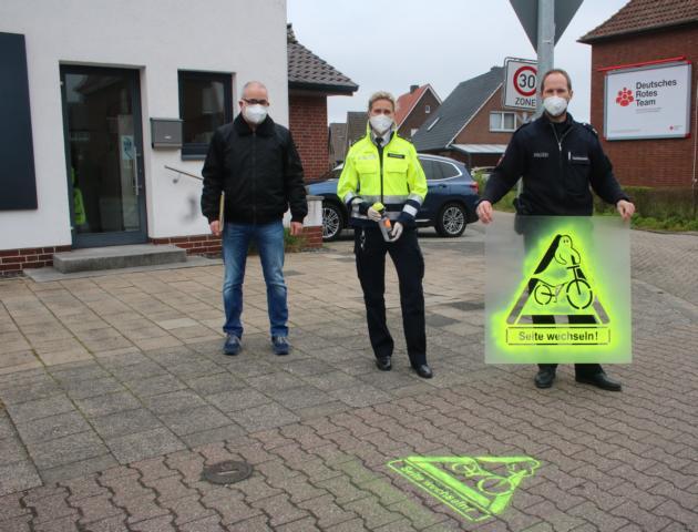 v.l. Frank Schöttmer (Leiter des Fachdienstes Recht und Ordnung bei der Stadt Lingen) Sabine Dickebohm, Stefan Hagemann - Foto: Polizei